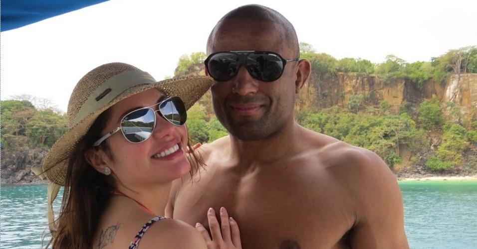 Maria Melilo e Serginho Moraes, lutador do UFC, curtem semana de folga em Fernando de Noronha