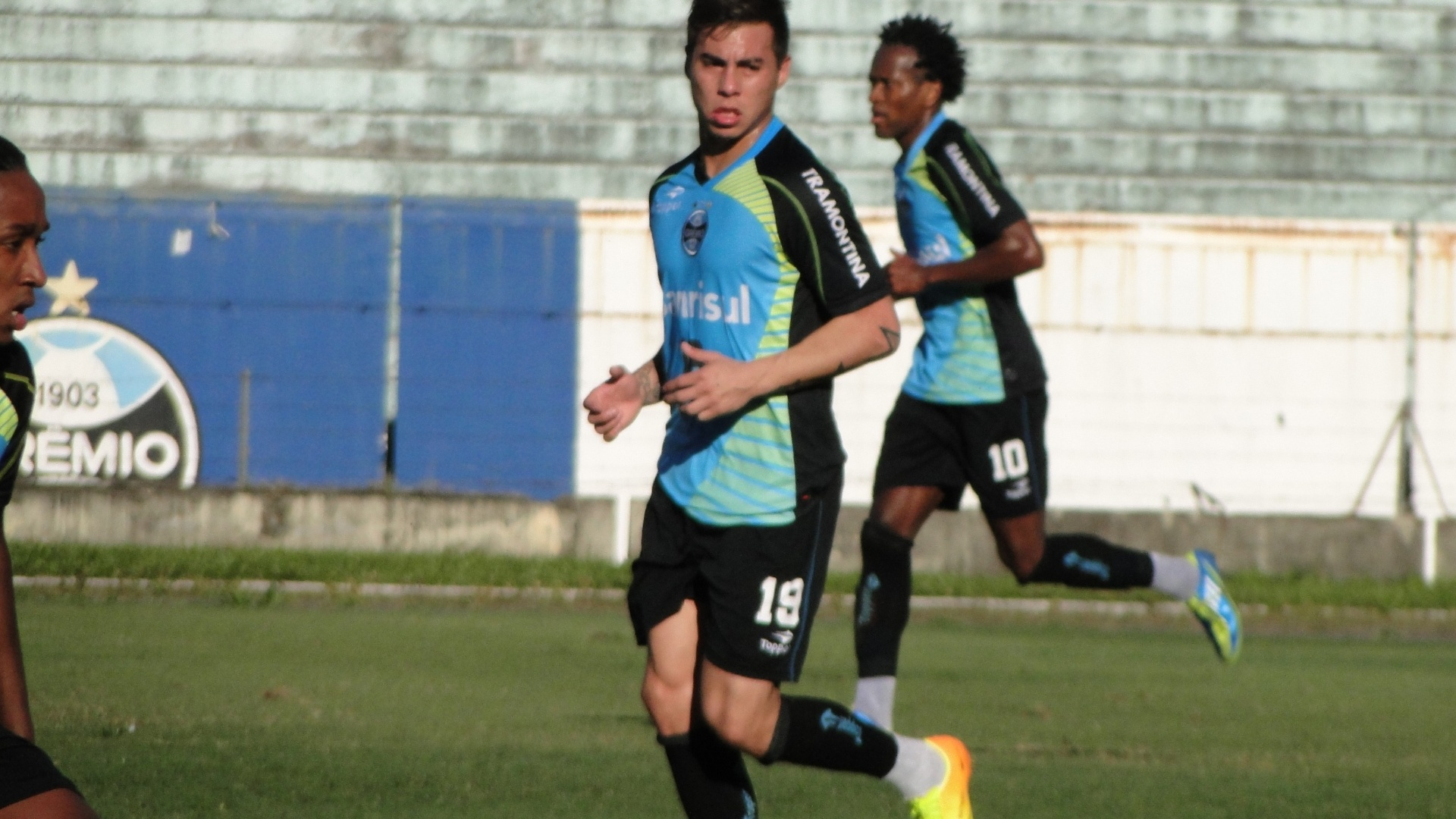 Atacante Eduardo Vargas e meia Zé Roberto voltam a participar de coletivo no Grêmio depois de se recuperarem de lesões (29/08/2013)