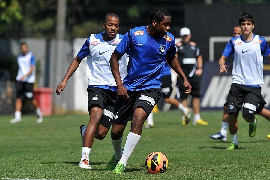 30.agos.2013 - Meia Renato Abreu fez nesta sexta-feira seu primeiro treino com bola pelo Santos
