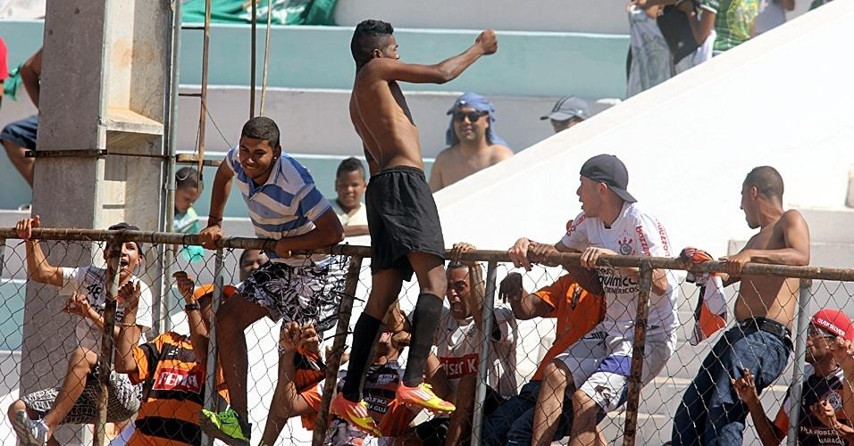 Comemoração do Panela Problema durante empate com o Huracán, que valeu o acesso à Série A
