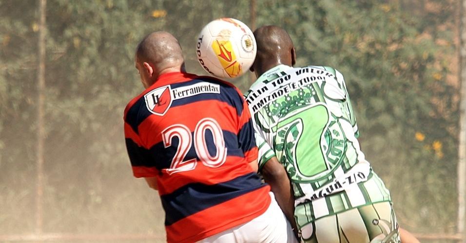 Família 100 Valor (verde) mostrou porque é a grande surpresa da Copa Kaiser e venceu por 1 a 0 o 1º de Maio, do Tatuapé, na estreia nas oitavas de final da Copa Kaiser