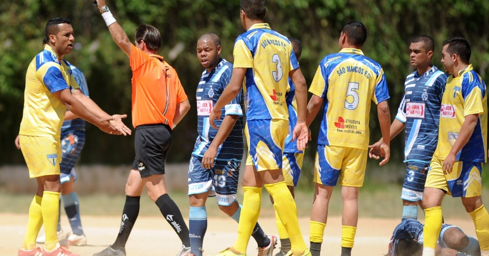 Ipanema (de azul) e São Marcos empataram em 0 a 0 e acabaram eliminados na Série B da Copa Kaiser