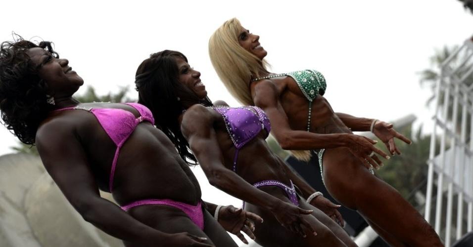 03.set.2013 - Competidoras exibem corpos musculosos em evento de fisiculturismo na Califórnia, EUA