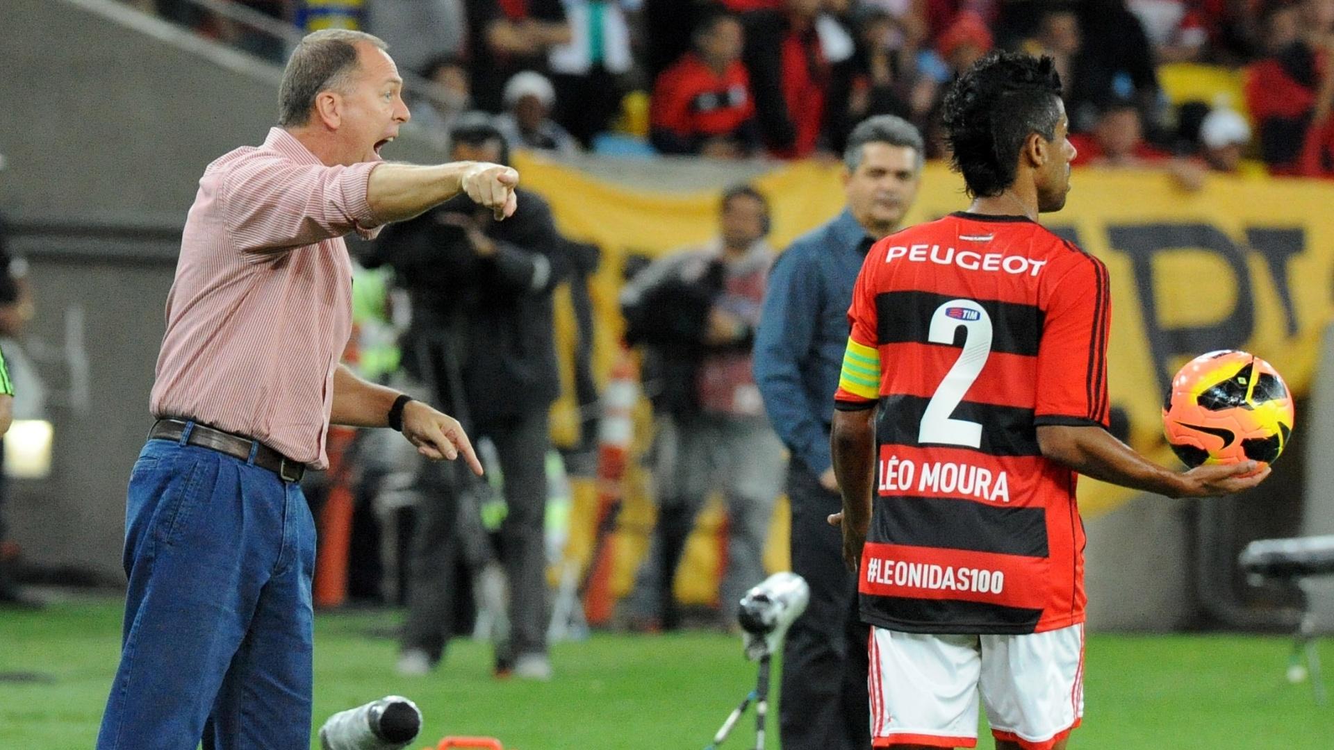 04.set.2013 - Mano Menezes orienta o time do Flamengo em partida do Campeonato Brasileiro