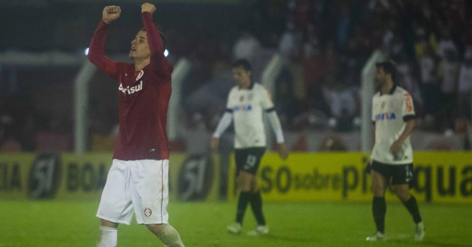 04.set.2013 - D'Alessandro comemora gol do Internacional contra o Corinthians