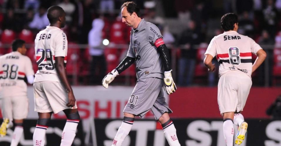 05.set.2013 - Rogério Ceni, goleiro do São Paulo, lamenta pênalti perdido na partida contra o Criciúma pelo Brasileirão