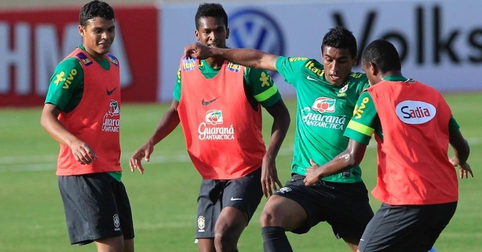 05.set.2013 - T. Silva, Jô, Paulinho e Fernando durante treino da seleção brasileira