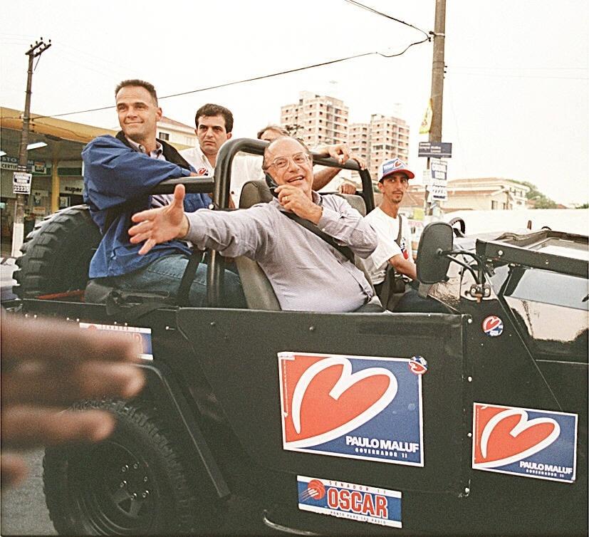 18.set.1998 - Oscar Schmidt participa de carreata com Paulo Maluf na campanha para o Senado em 1998