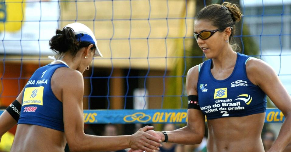 19.ago.2006 - Ana Paula (e) e Leila comemoram um ponto em jogo da etapa de Maceió do Circuito Nacional de vôlei de praia