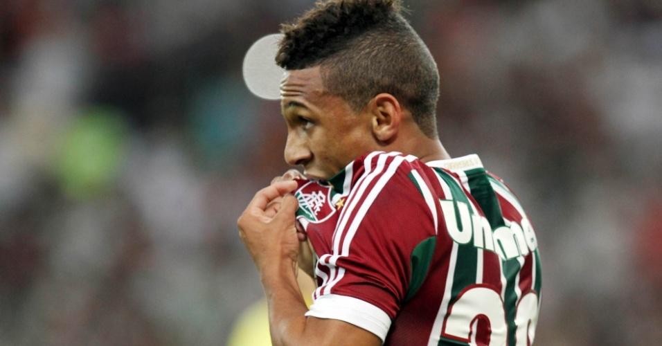07.set.2013 - Biro Biro comemora após marcar gol do Fluminense