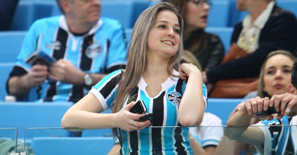 07.set.2013 -Presença feminina é forte na Arena do Grêmio em jogo contra a Portuguesa