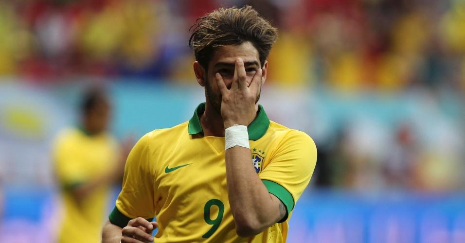 07.set.2013 - Alexandre Pato comemora o seu gol em amistoso do Brasil contra Austrália