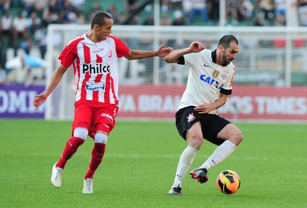 08.set.2013 - Sem Guerrero e Pato, Tite começou com Danilo como centroavante no empate por 0 a 0 com o Náutico