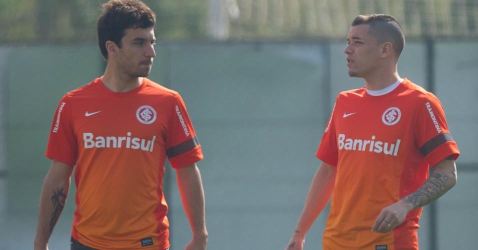 Atacante Scocco e o meia D'Alessandro em treino do Internacional no CT do Parque Gigante (09/09/2013)