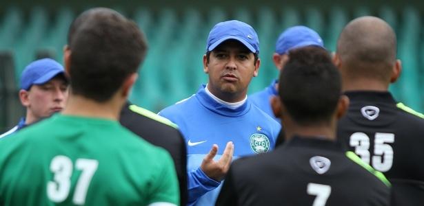 Marquinhos Santos encara duelo de 3ª feira como 'jogo do ano' do Coritiba