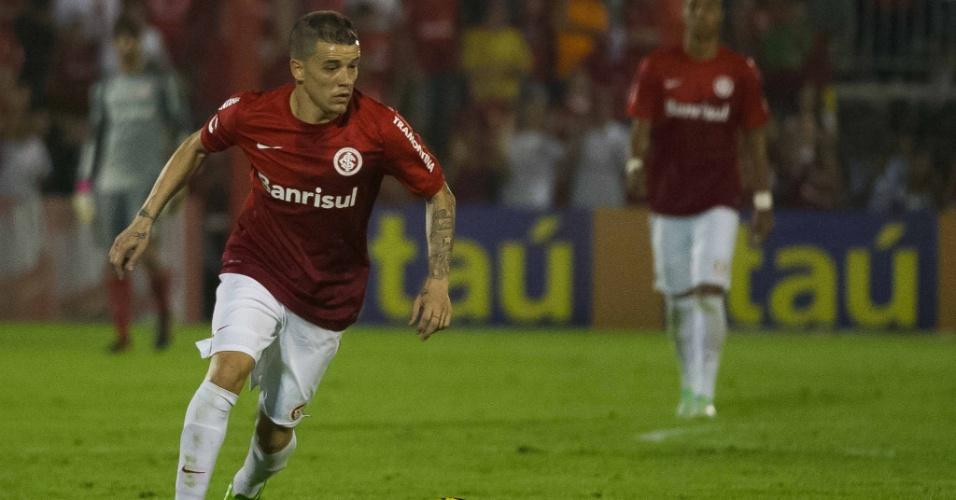 10.set.2013 - D'Alessandro foi o melhor jogador do Inter no duelo contra o Santos em jogo adiado da 10ª rodada do Campeonato Brasileiro