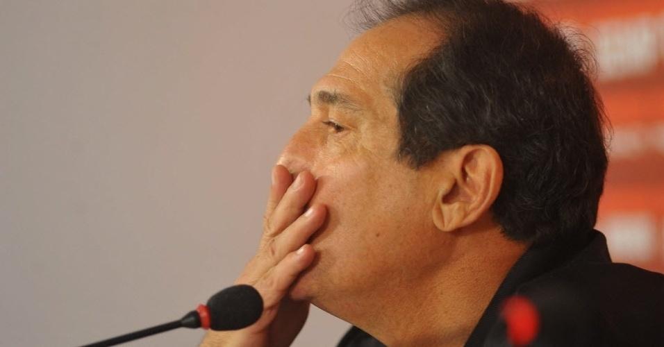 10.set.2013 - Muricy Ramalho ouve pergunta de jornalista em entrevista coletiva no seu retorno ao São Paulo