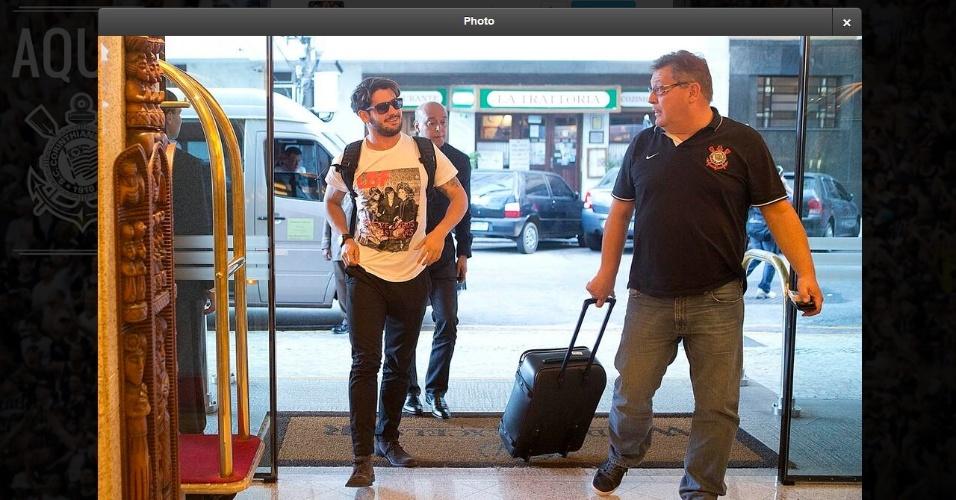 11.09.2013 - Alexandre Pato, atacante do Corinthians, chega à concentração do clube no Rio de Janeiro, para o jogo contra o Botafogo