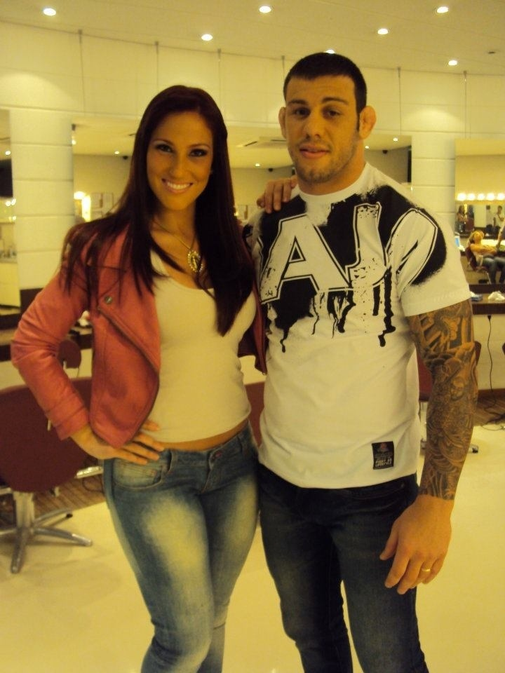 Lutador de MMA Matheus Serafim foi fisgado pela Coelhinha da Playboy Ana Lucia Fernandes