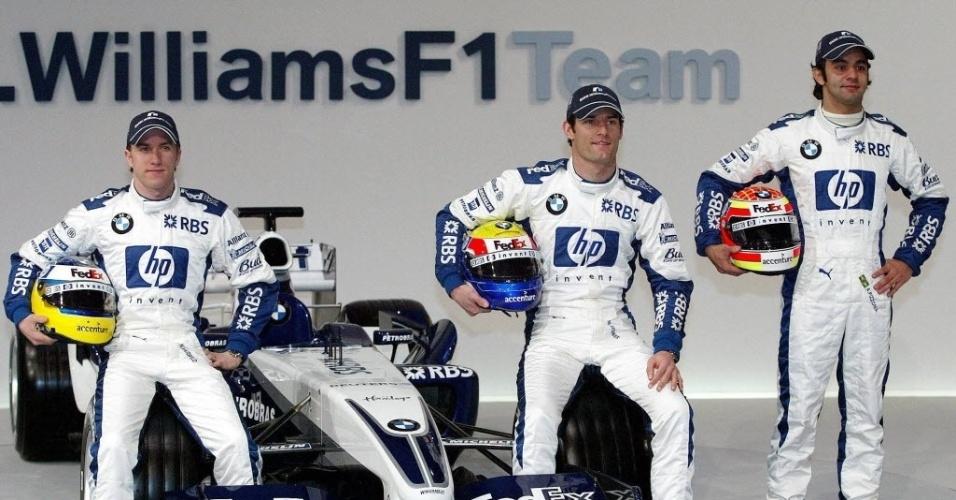 Os pilotos Nick Heidfeld (à esq.), Mark Webber (centro), e Antonio Pizzonia posam para foto durante apresentação do novo carro da Williams, em Valencia (Espanha).