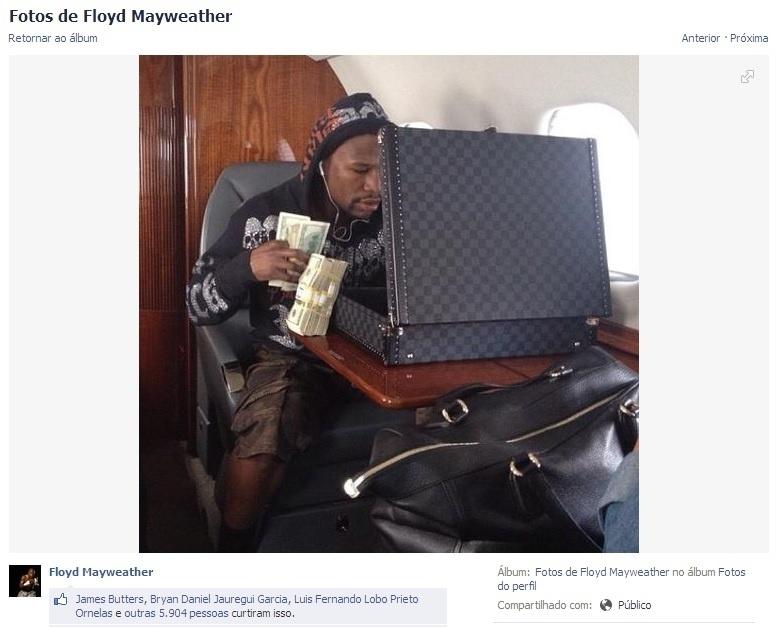 Em seu jatinho particular, Floyd Mayweather mostra mala cheia de dinheiro