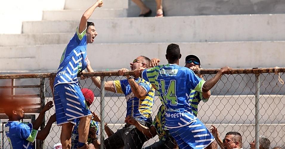 15.set.2013 - Saad (de azul) vence o Panela Problema por 1 a 0 pela Série B da Copa Kaiser