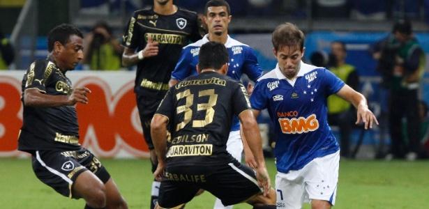 Botafogo teve sua pior derrota na temporada e viu Cruzeiro abrir sete pontos na liderança