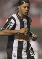 Futebol nacional: Dilma diz torcer por recuperação de Ronaldinho