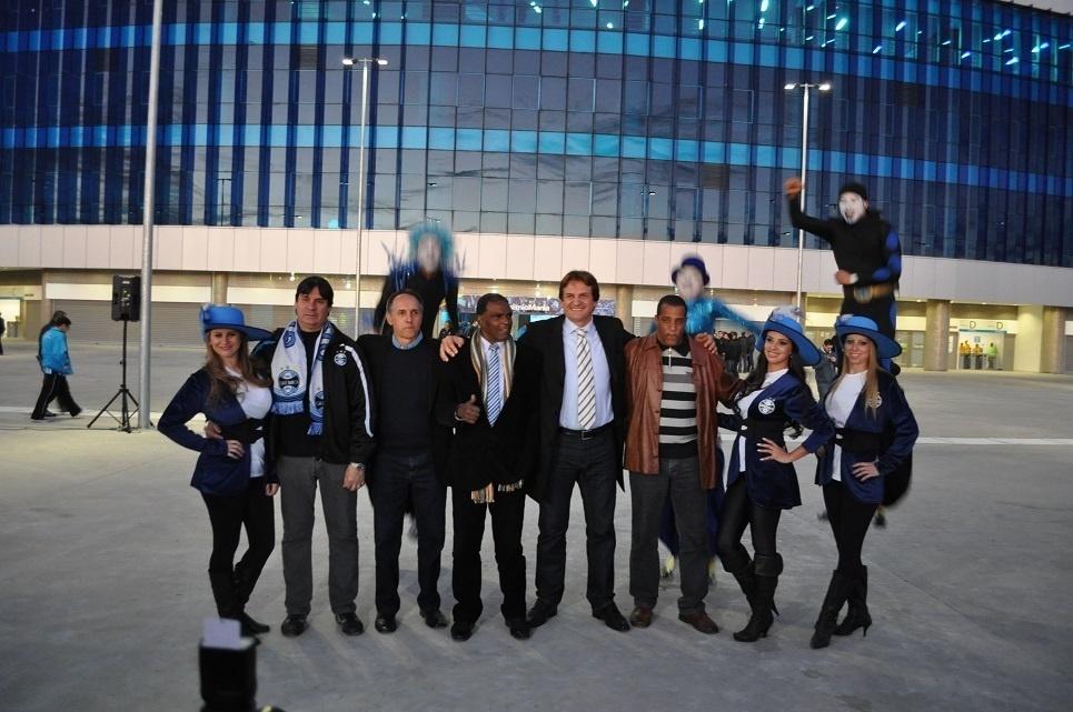 Campeões de 1983 pelo Grêmio comparecem a evento de inauguração do letreiro (18/09/2013)