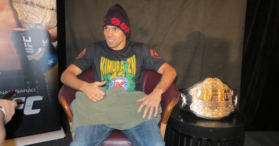 Brasileiro Renan Barão irá defender seu cinturão no UFC 165, em Toronto, no Canadá