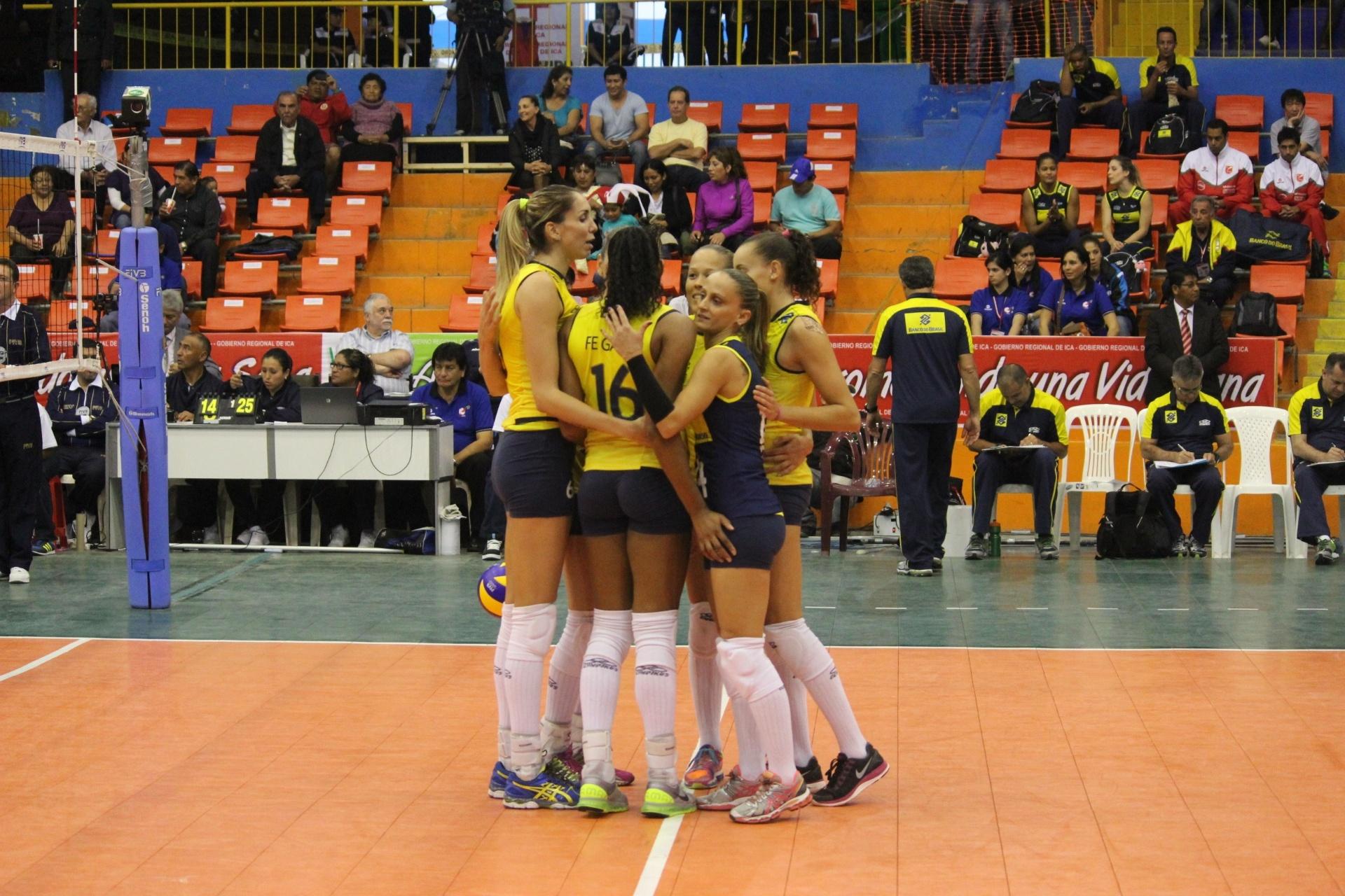 http://imguol.com/c/esporte/2013/09/19/selecao-brasileira-comemora-ponto-contra-a-colombia-no-peru-1379635719560_1920x1280.jpg