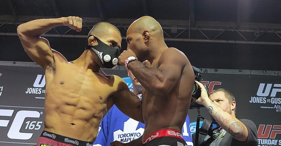 20.set.2013 - O 'mascarado' Ivan Menjivar encara o brasileiro Wilson Reis no UFC 165