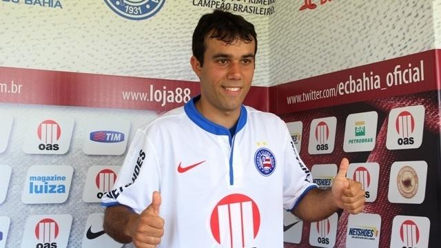 Meia Wangler é apresentado como jogador do Bahia em Salvador