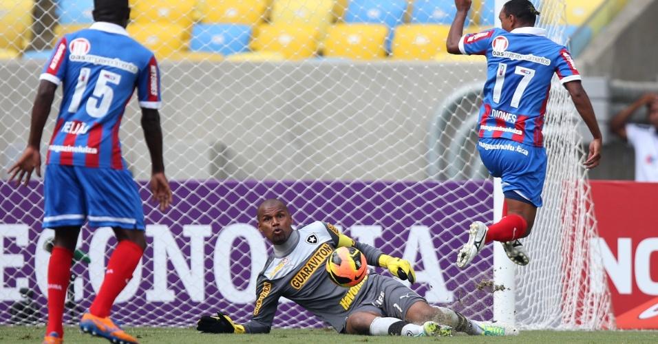 22.set.2013 - Goleiro Jefferson, do Botafogo, faz a defesa em arremate de Diones, do Bahia, em jogo no Maracanã