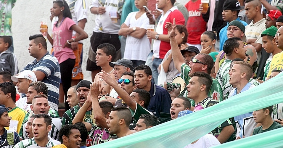 Familia sem Valor (verde) 1 x 0 Jardim São Carlos (branco)