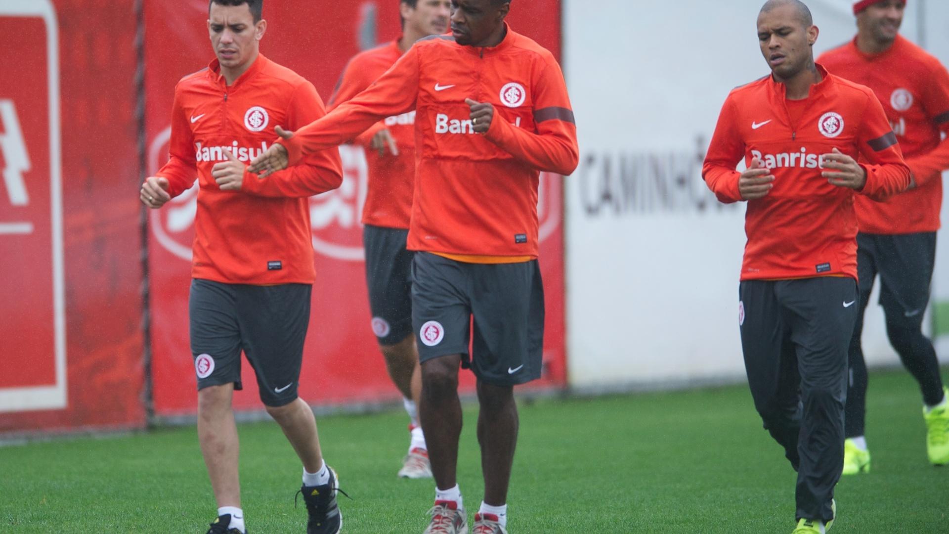 Zagueiro Juan, atacante Caio e lateral direito Gabriel correram no CT do Parque Gigante em treino do Inter (23/09/2013)