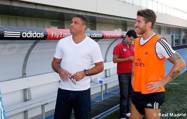 Ronaldo conversa com Sergio Ramos durante treino do Real Madrid
