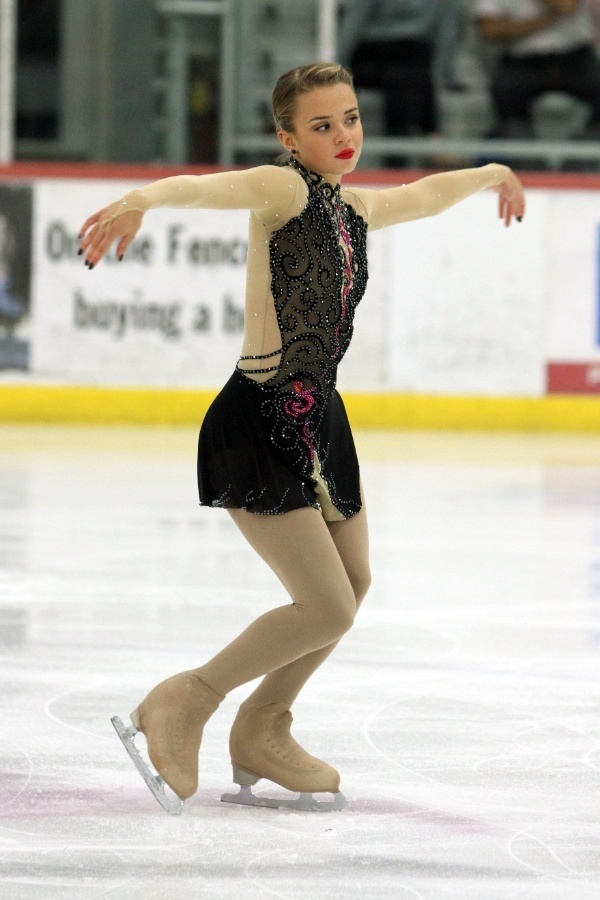 Olimpíadas de Sochi Isadora-williams-tenta-se-tornar-a-primeira-patinadora-brasileira-a-participar-dos-jogos-olimpicos-de-inverno-1380135424763_600x900