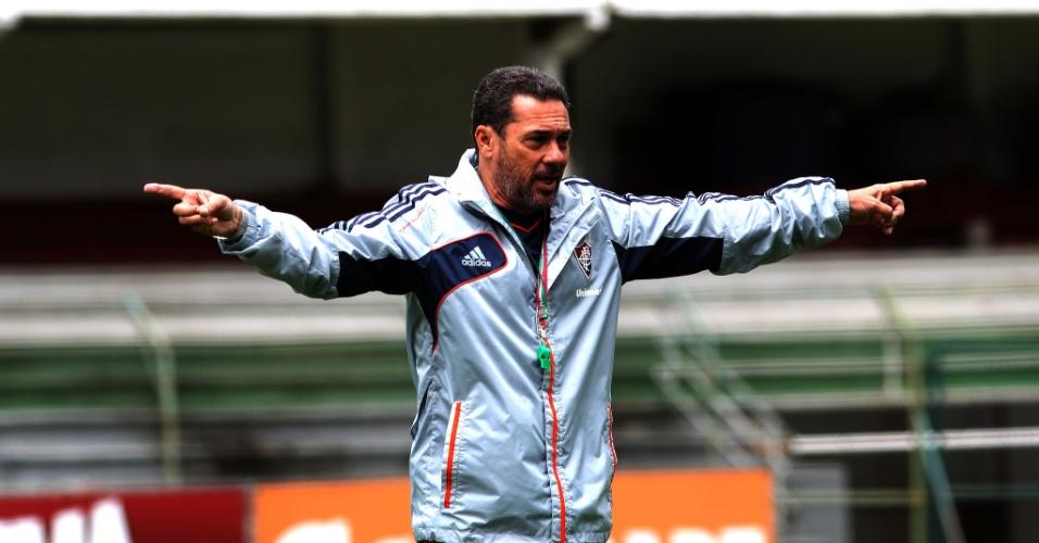 Vanderlei Luxemburgo durante treinamento do Fluminense, nas Laranjeiras