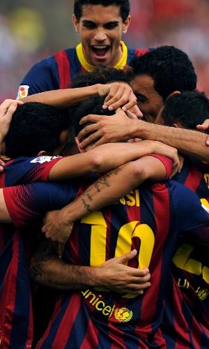 28.set.2013 - Jogadores do Barcelona comemoram o gol de Messi contra o Almería