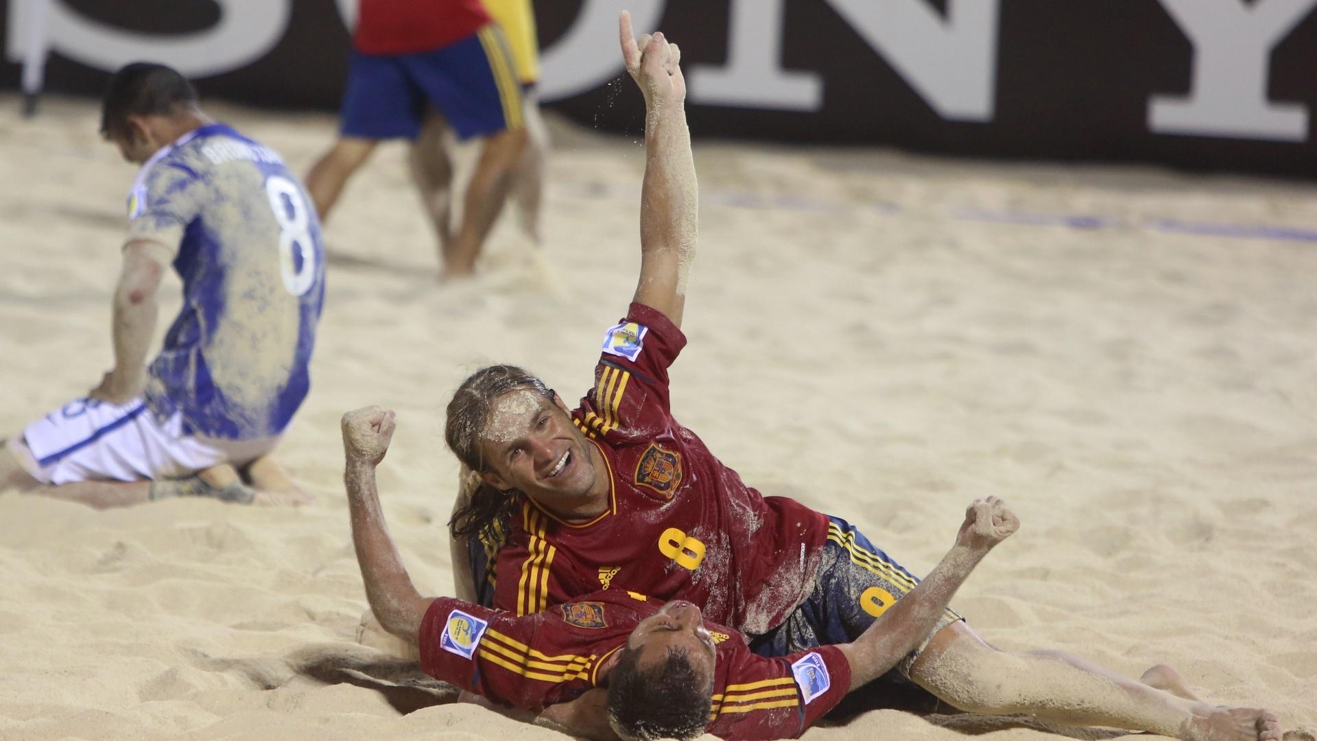 Jogadores da Espanha comemoram gol da vitória sobre o Brasil na semifinal da Copa do Mundo de Futebol de Areia