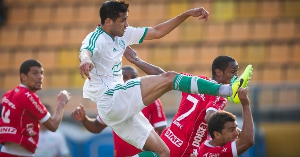 Kardec em disputa de bola no duelo entre Palmeiras x América-RN