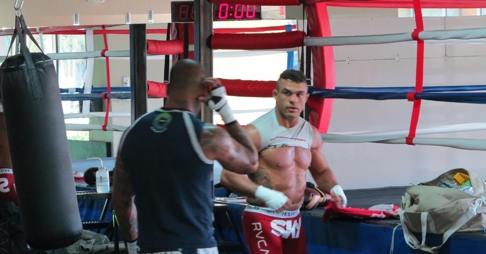 28.set.2013 - Vitor Belfort treina nos Estados Unidos para enfrentar Dan Henderson no UFC Goiânia