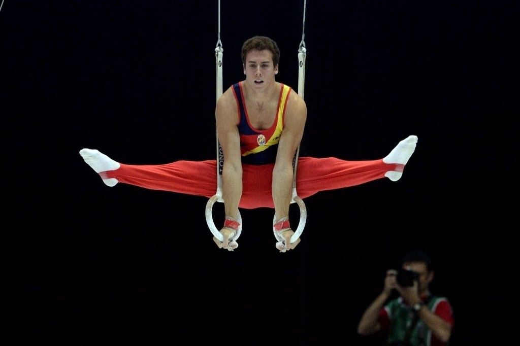 30.09.2013 - Fabian Gonzales, da Espanha, faz a sua série nas argolas na disputa das eliminatórias do Individual Geral