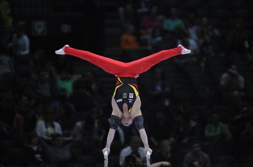30.09.2013 - Fabian Hambuechen (ALE) se esforça em sua série nas barras paralelas do Individual Geral no Mundial da Antuérpia