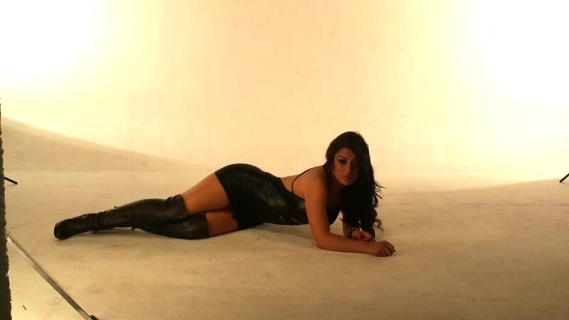 30.set.2013 - Musa da Copa do Mundo de 2010, a modelo paraguaia Larissa Riquelme faz pose em ensaio sensual