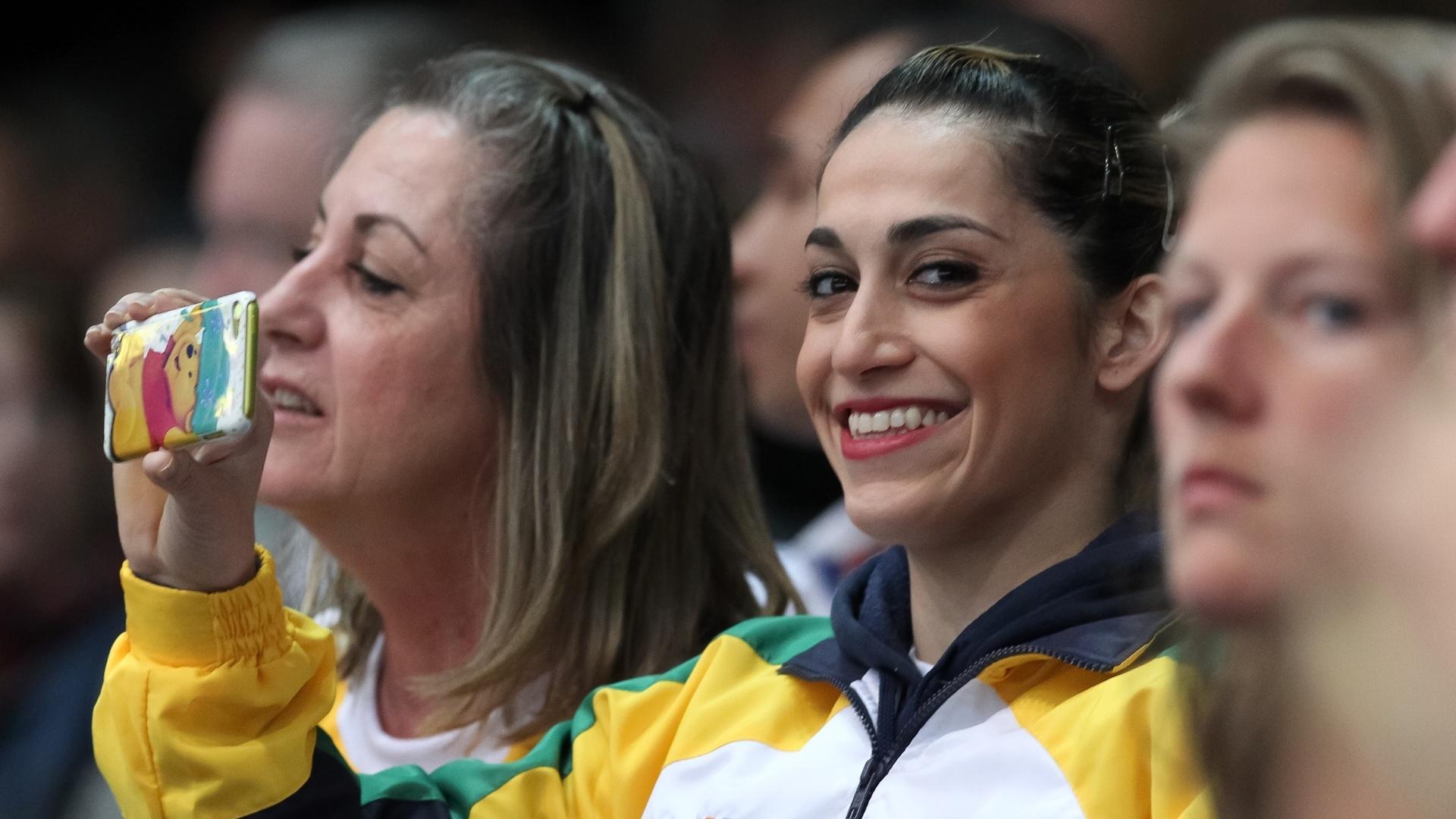 01.10.2013 - Danielle Hypolito assiste a apresentação do irmão Diego durante as eliminatórias do Mundial de Ginástica