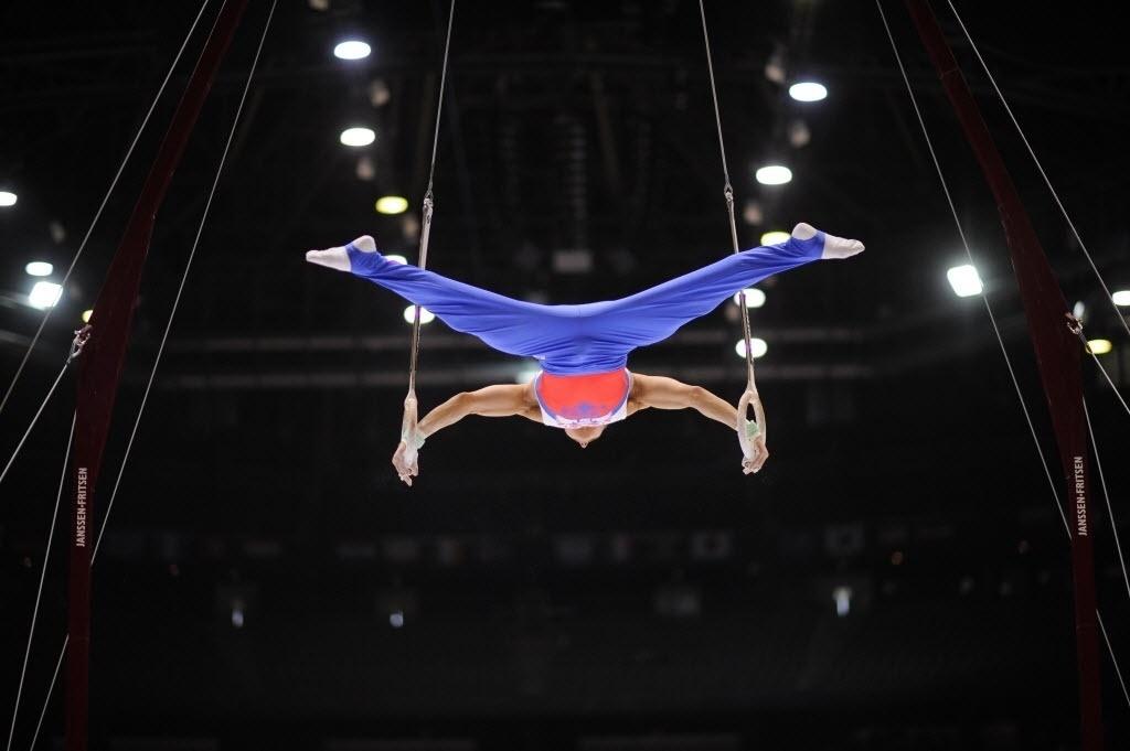 01.10.2013 - David Belyavskiy, da Rússia, executa sua série nas argolas durante as eliminatórias do Mundial