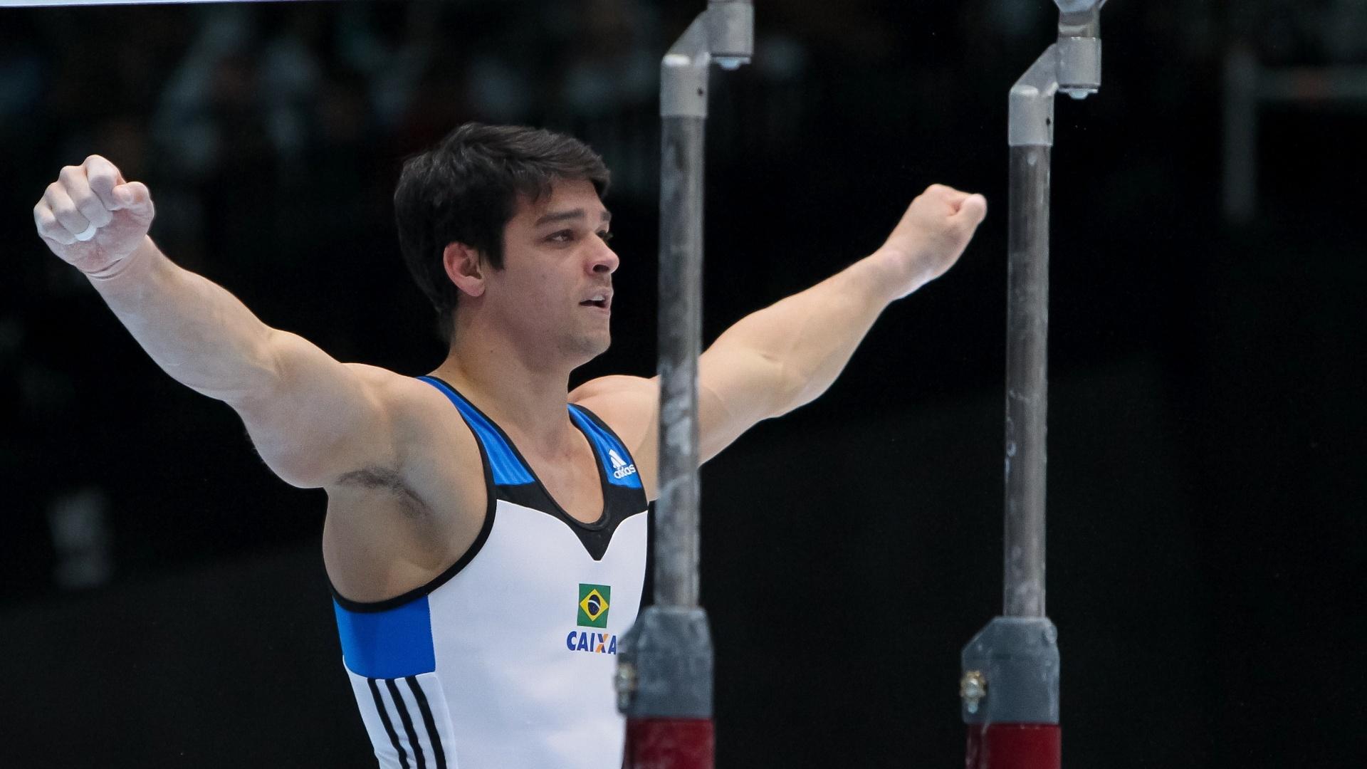 01.10.2013 - Francisco Barreto completa sua apresentação nas barras nas eliminatórias do Mundial da Antuérpia