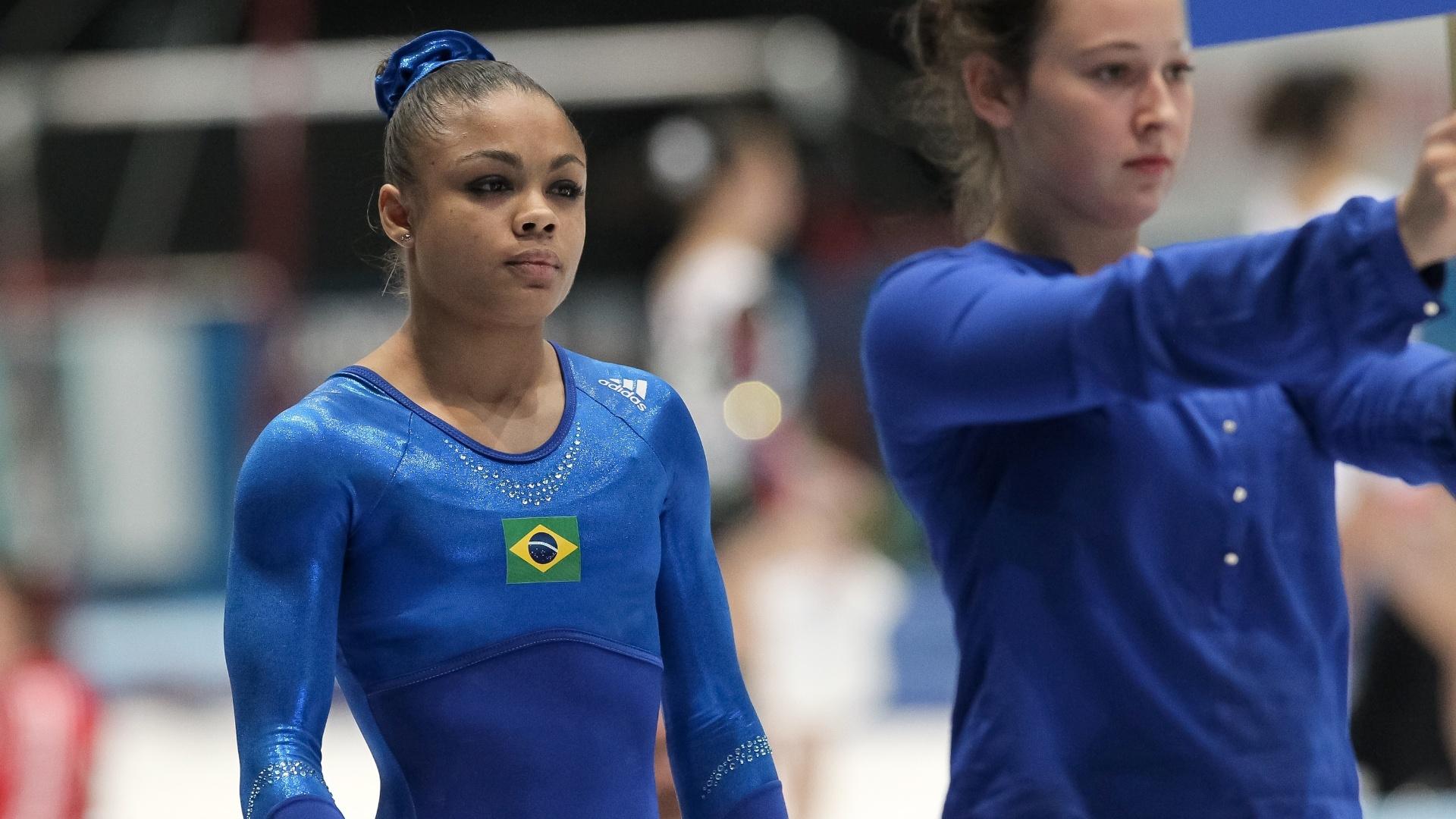 01.10.2013 - Ginasta brasileira Letícia Costa, de 18 anos, se prepara para estrear no Mundial da Antuérpia